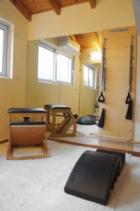 Τα μηχανήματα props (fit ball, rings, λάστιχα κ.λ.π.) τού personal training studio Φοίβη Pilates Yoga Wellness Studio   Παπάγος - Χολαργός - Ψυχικό - Αγ. Παρασκευή
